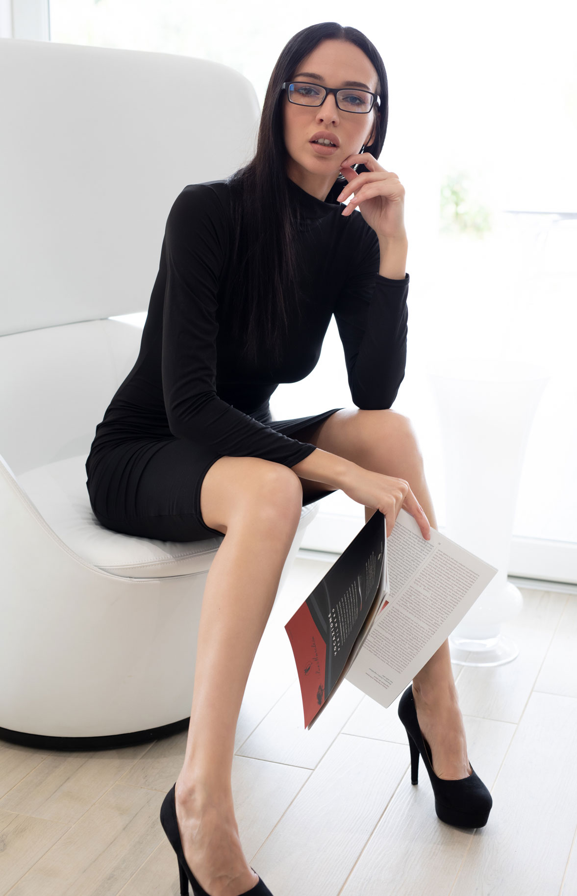 Чтение и другие радости сексуальной девушки / Анастасия Марципанова, фотограф Филиппо Сано / фото 02