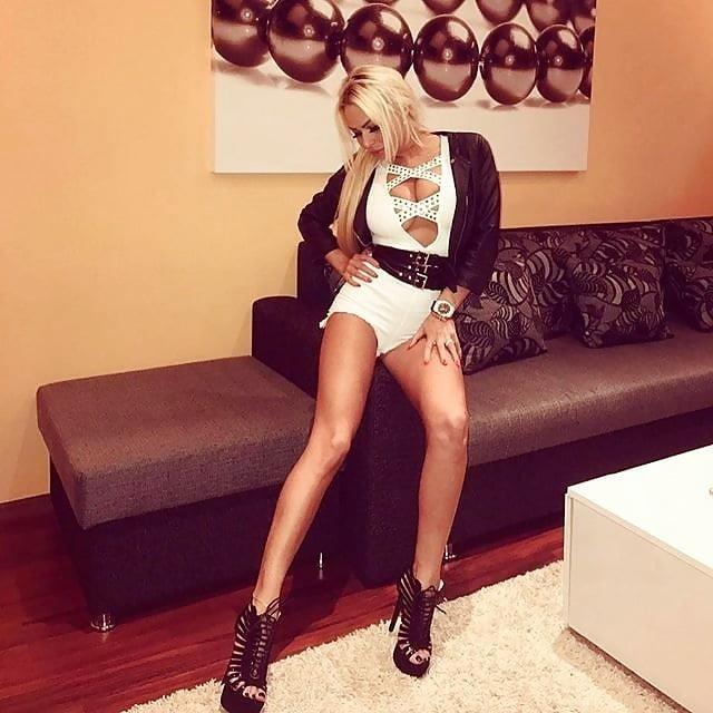 Super sexy blonde porn-9105