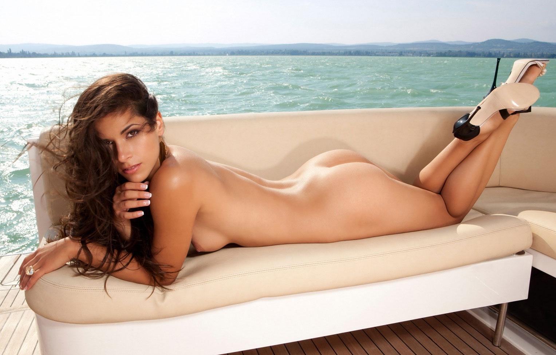 Прогулка на яхте с голой звездой реалити-шоу Джиджи / фото 10