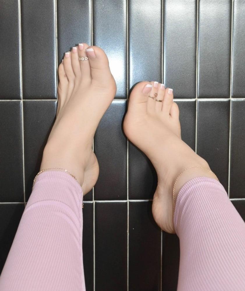 Hot feet domination-4772