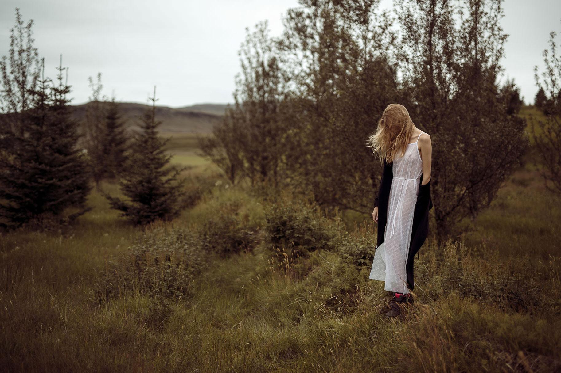 Яна Нагорняк гуляет по лесам и полям Исландии / фото 18