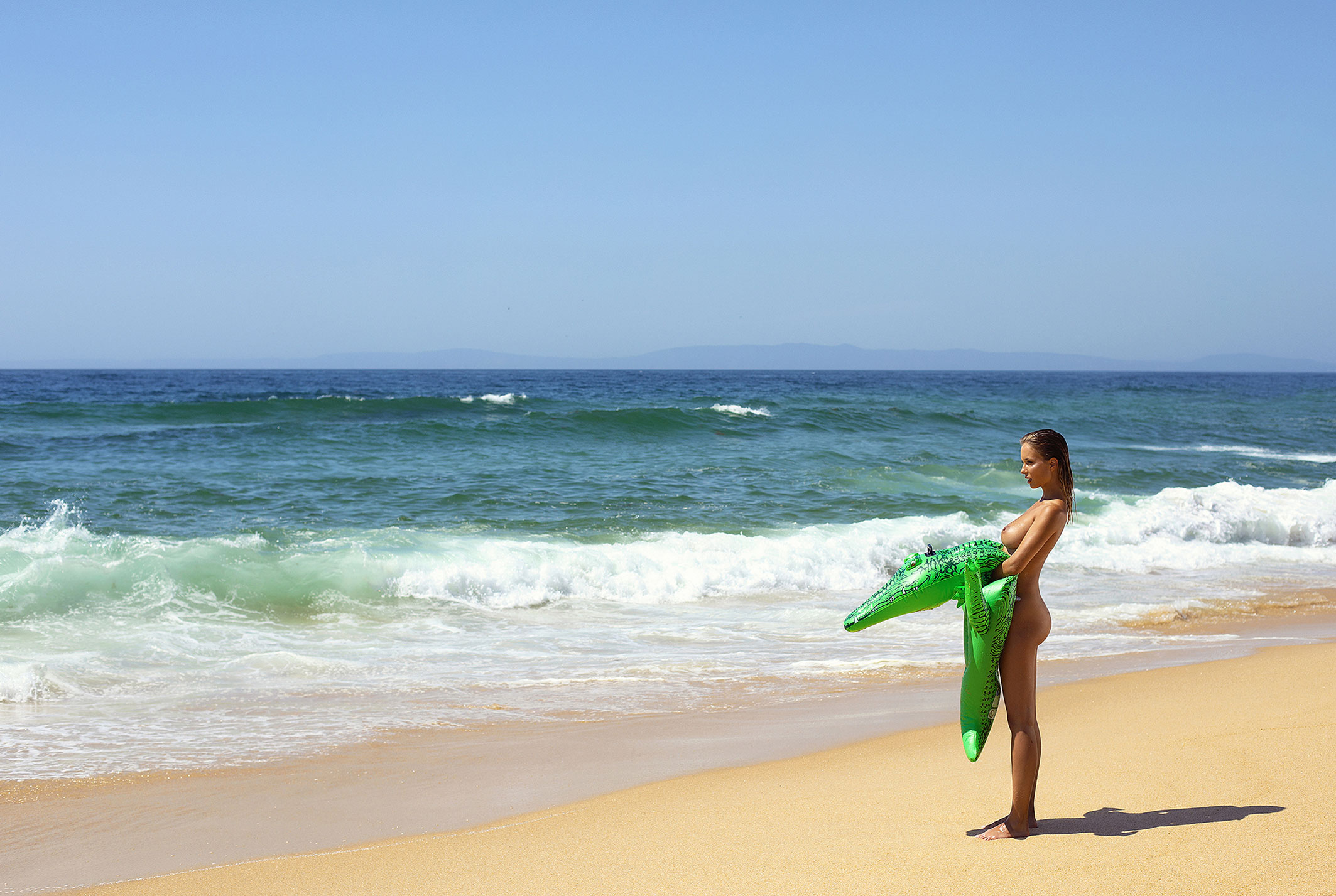 Сексуальная голая Наталья Андреева под жарким солнцем на диком пляже в Португалии / фото 19