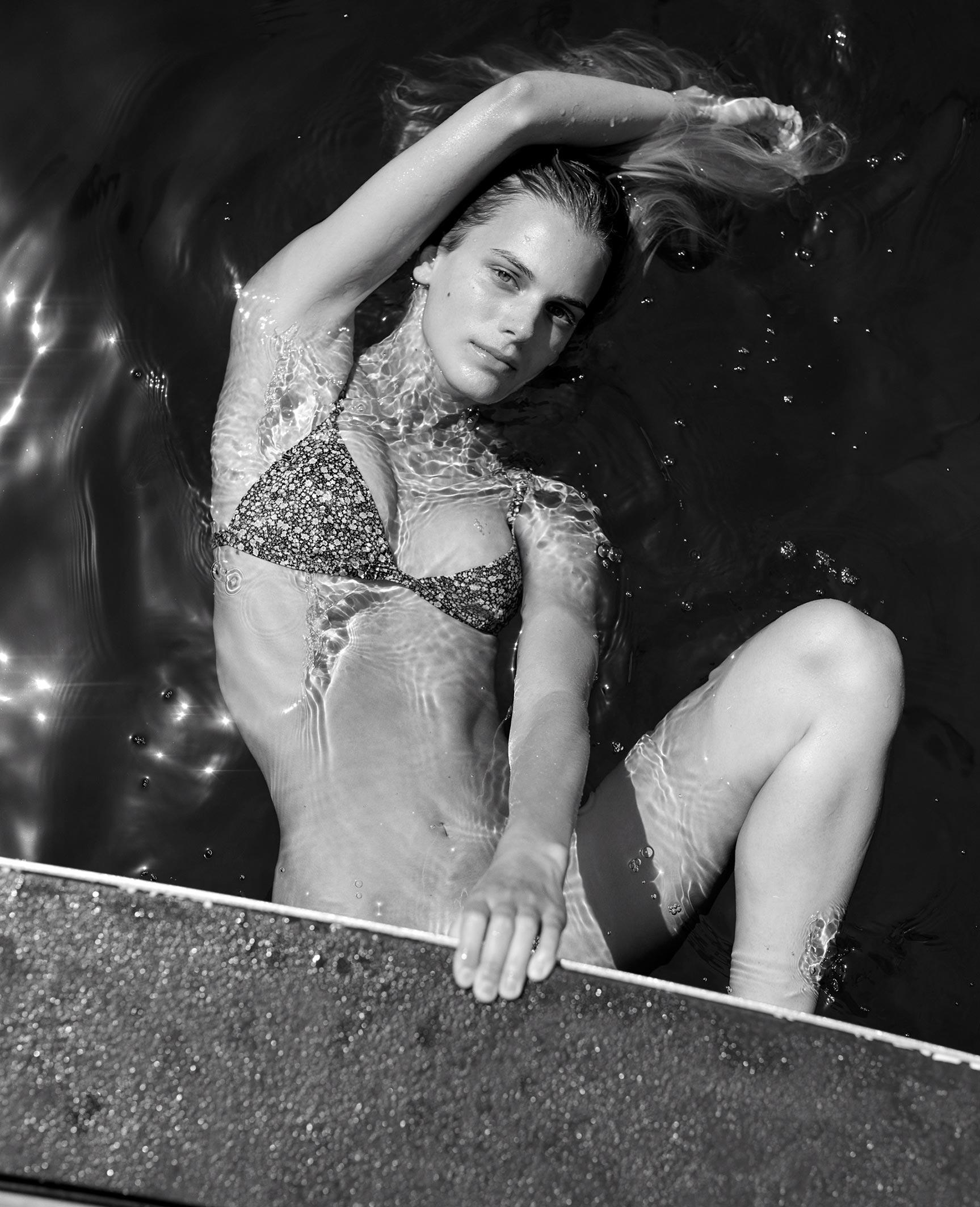 Кларенс Хаастер в купальниках и пляжной одежде модного бренда Matteau, лето 2019 / фото 04