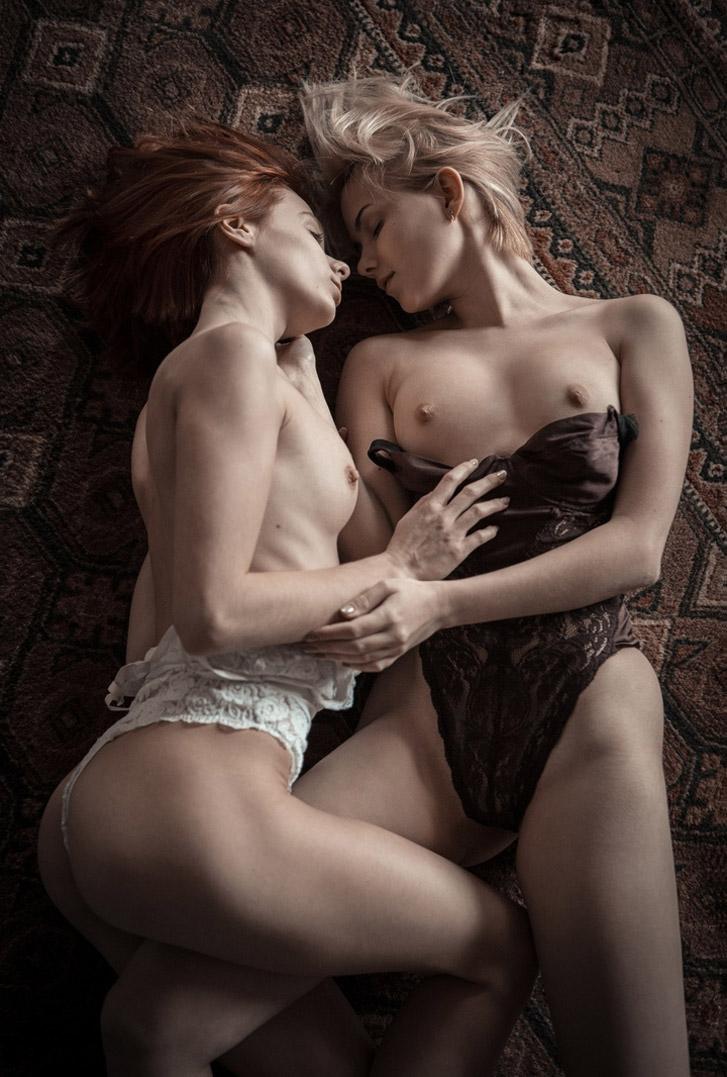 голые забавы на ковре - Марта Громова и Виктория Соколова / Marta Gromova and Victoria Sokolova nude by Alex Nemalevich