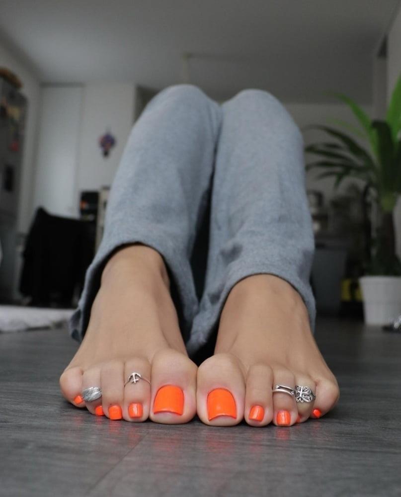 Hot feet domination-4327