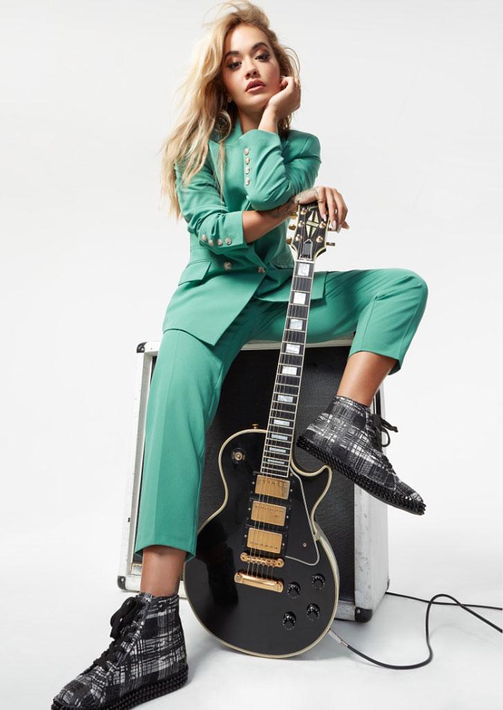 Рита Ора в обуви модного бренда ShoeDazzle, сезон 2020 / фото 21