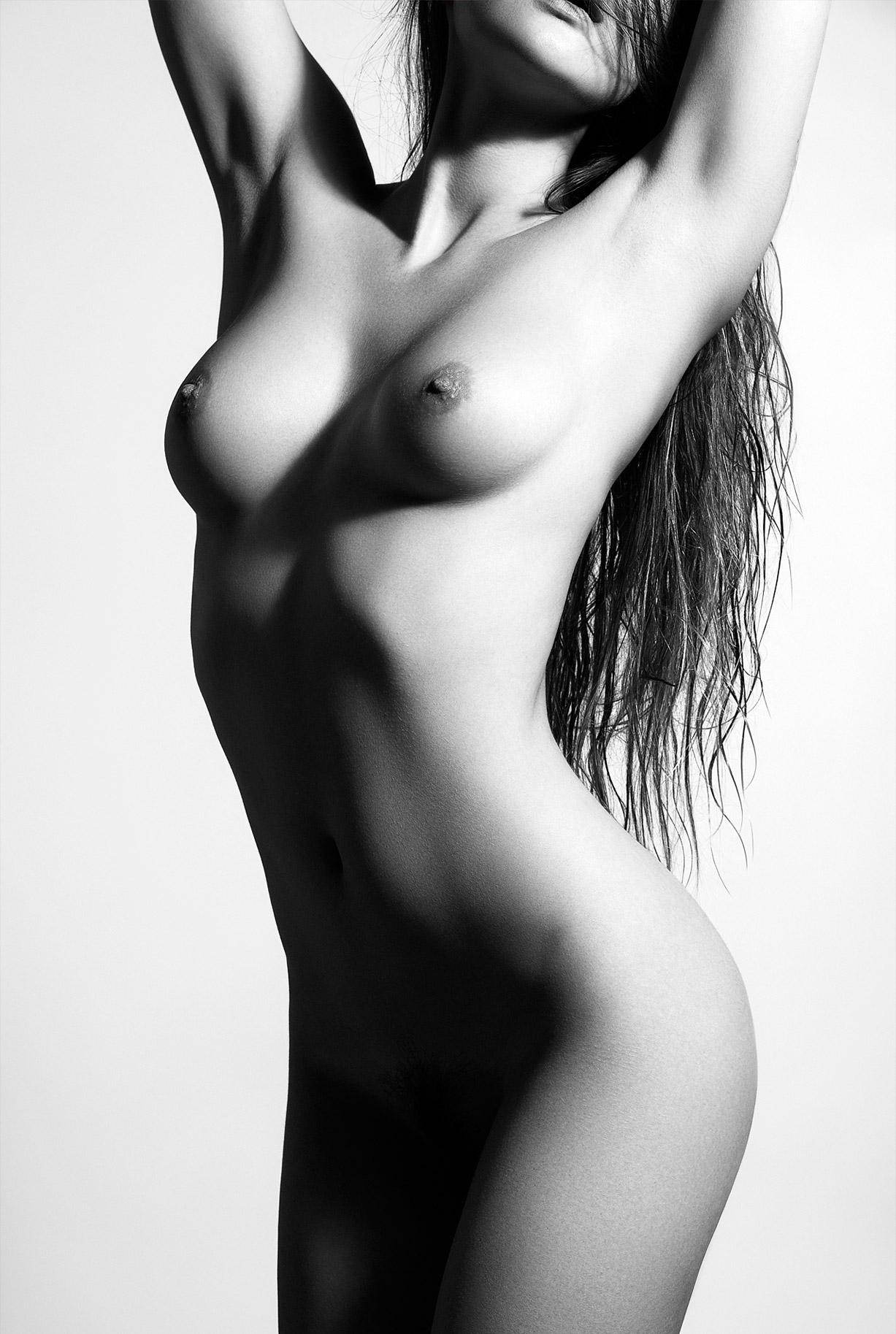 сексуальные голые девушки на снимках фотографа Бенджамина Вингрифа / фото 07