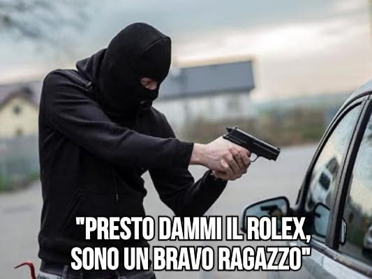 Quando un rapinatore con la pistola finta incontra un poliziotto con la pistola vera... BbBZlQEC_o
