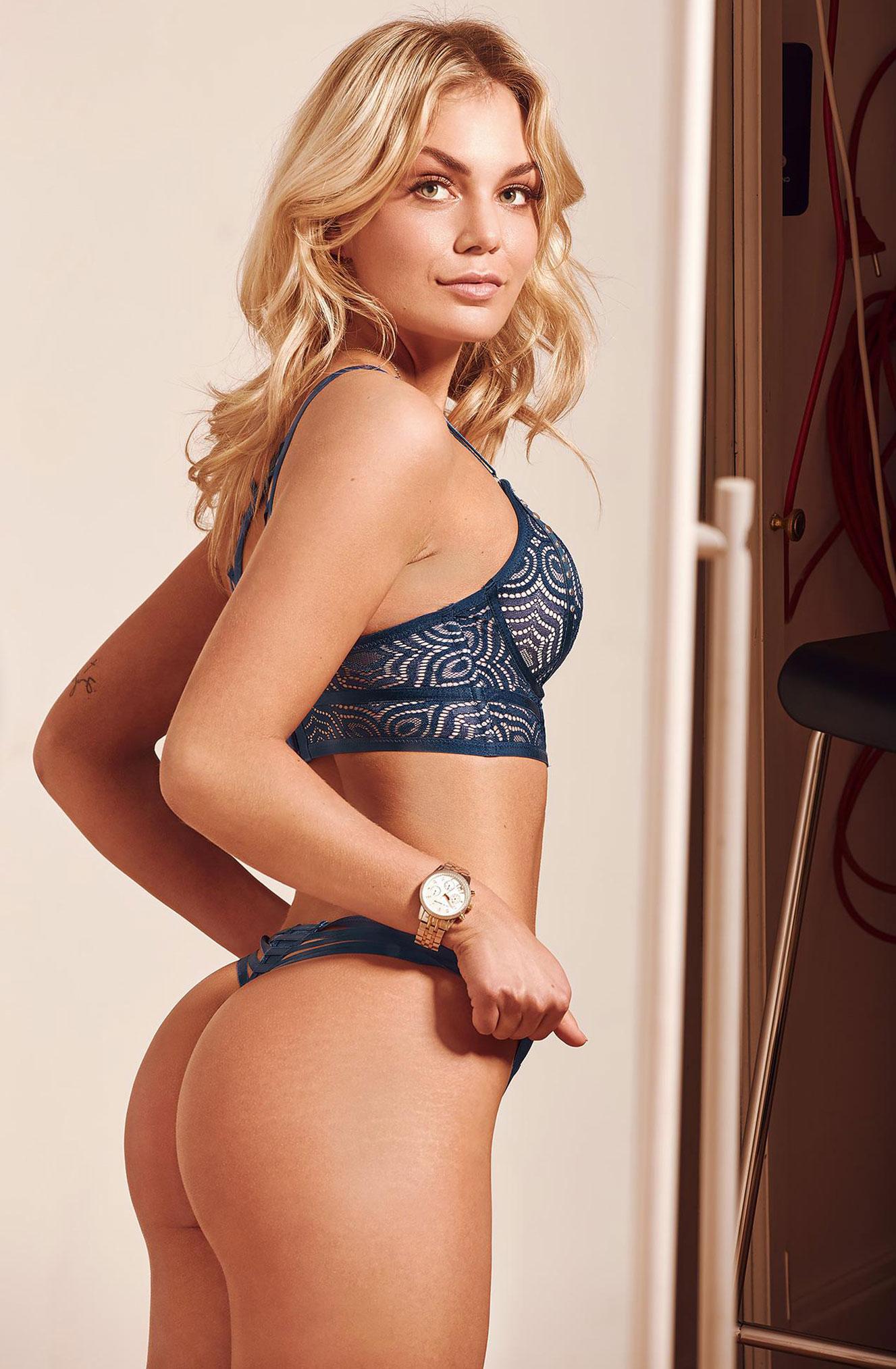 блондинка в винтажных интерьерах / фото 14
