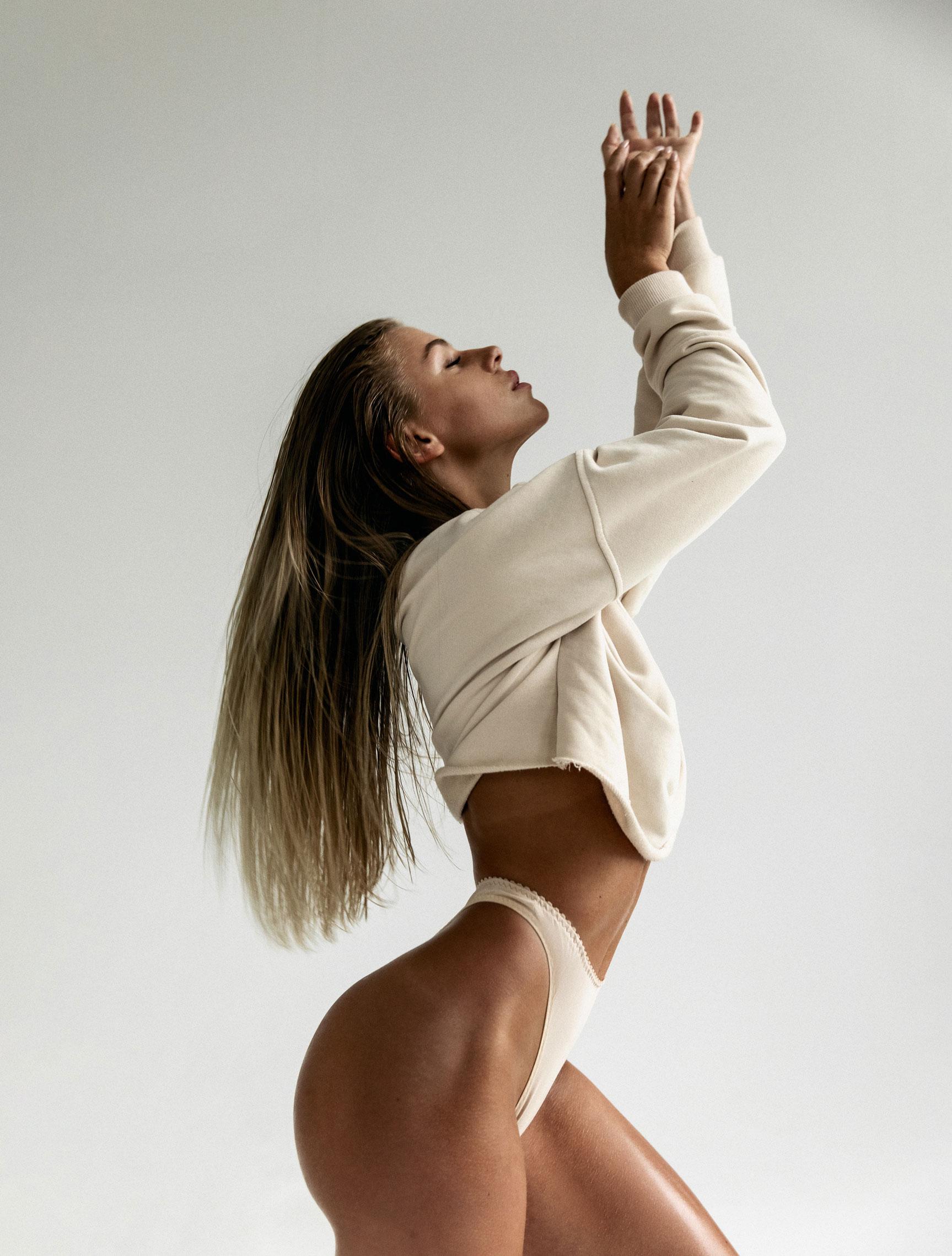 Девушка с атлетичной попой / фото 09