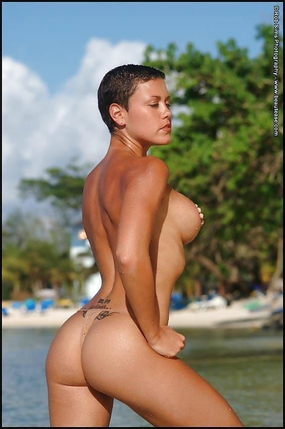 Beautiful fit naked women-3943