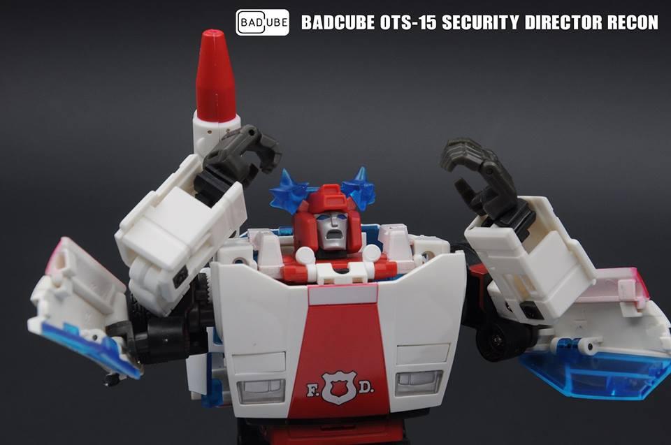 [BadCube] Produit Tiers - Jouets OTS-14  Steamroll (aka Sideswipe/Frérot) et OTS-15 Recon (aka Red Alert/Feu d'Alerte) JYTSWJaZ_o