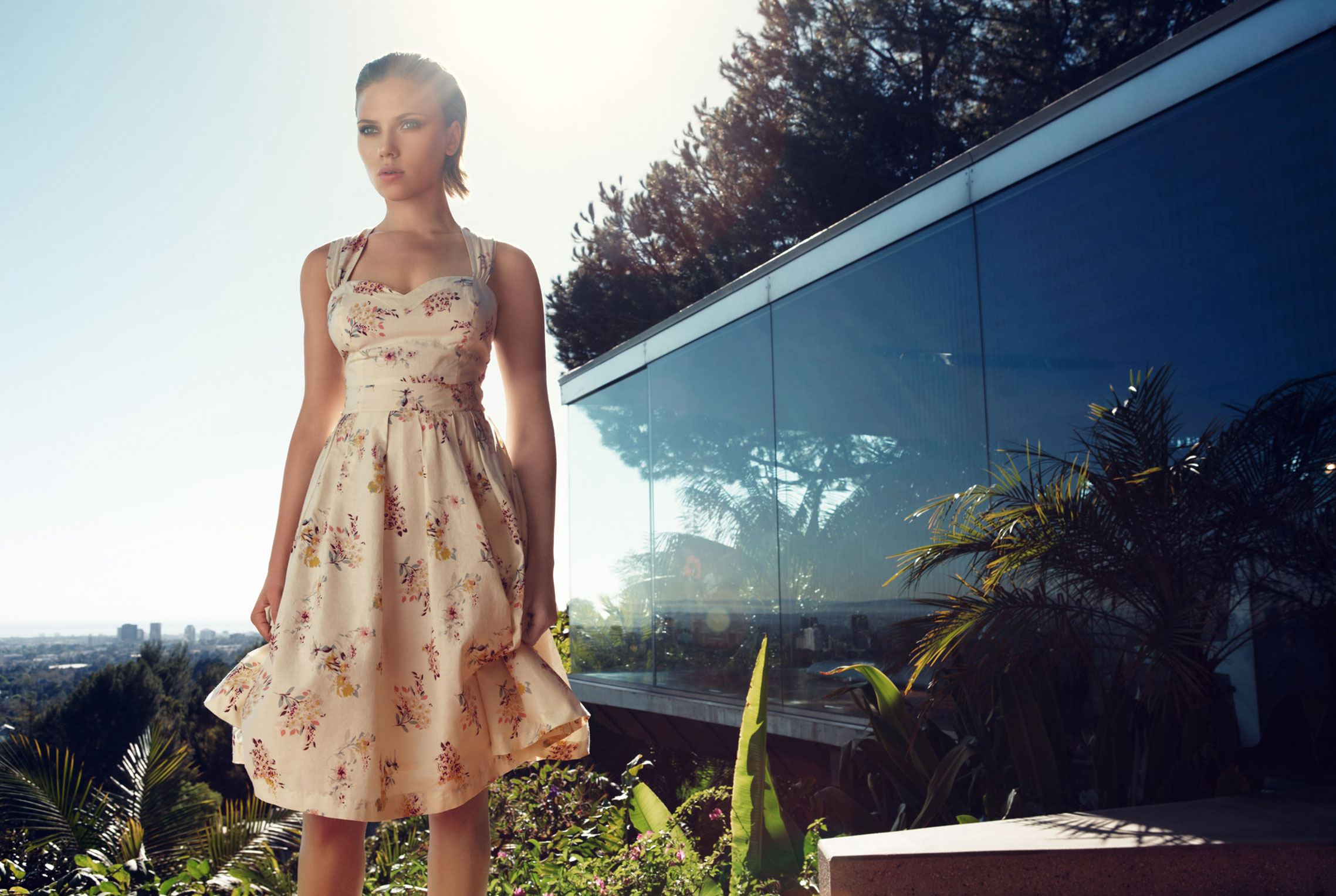 Скарлетт Йоханссон в модной одежде Mango, лето 2011 / фото 04