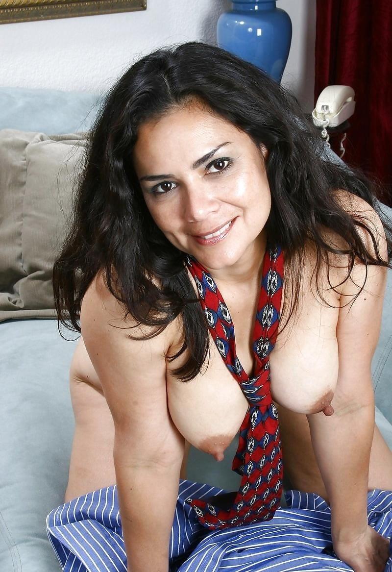 Latina milf nude-8250