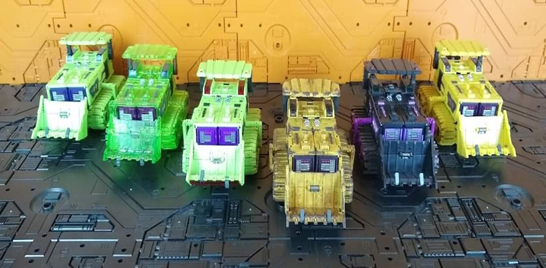 [Toyworld] Produit Tiers - Jouet TW-C Constructor aka Devastator/Dévastateur (Version vert G1 et jaune G2) - Page 11 YGmYTU9y_o