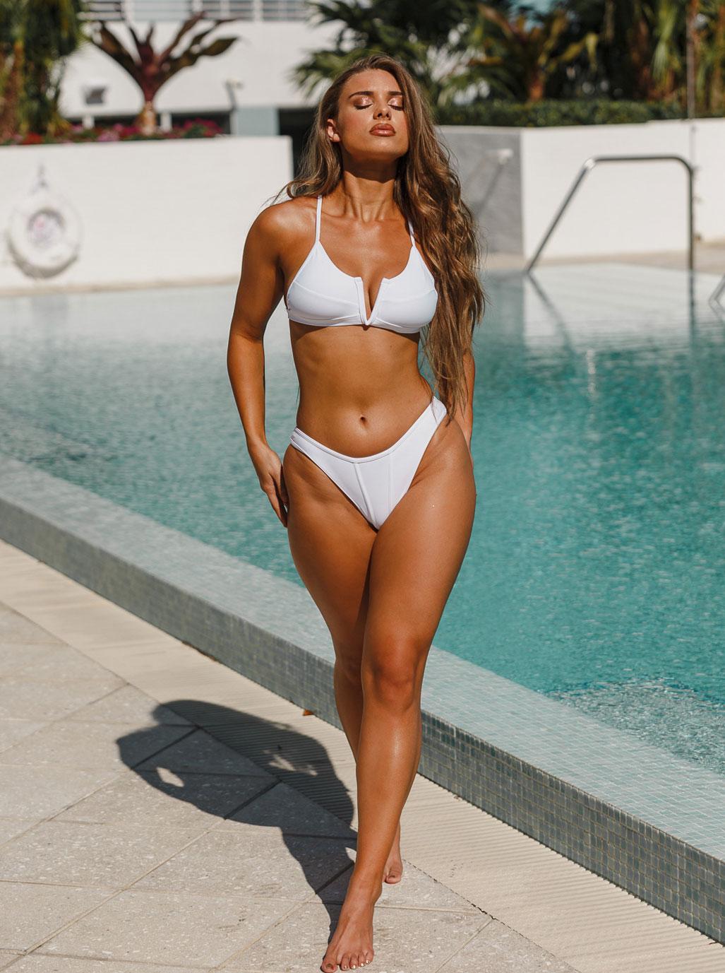 купальники большого размера на девушке формата плюс / Avalon Dawn by ISB Studios - Heartbreaker Swimwear 2019