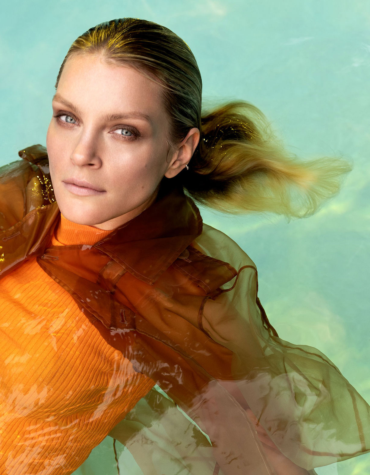 Going Under / Jessica Stam by Rene and Radka / Vogue Portugal june 2018