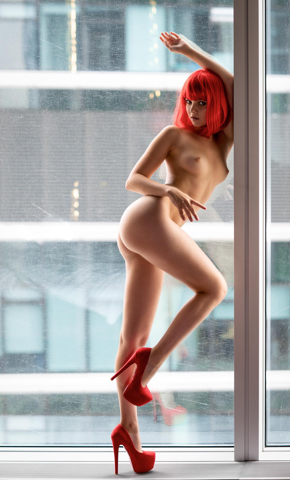 Голая Виктория Соколова у окна смотрит на дождь / Victoria Sokolova nude by Vladimir Nikolaev / Against the Rain