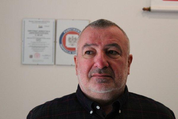 Dyrektor Sanepidu Jacek Watral nie przyjął mandatu, mimo że był bez maseczki.