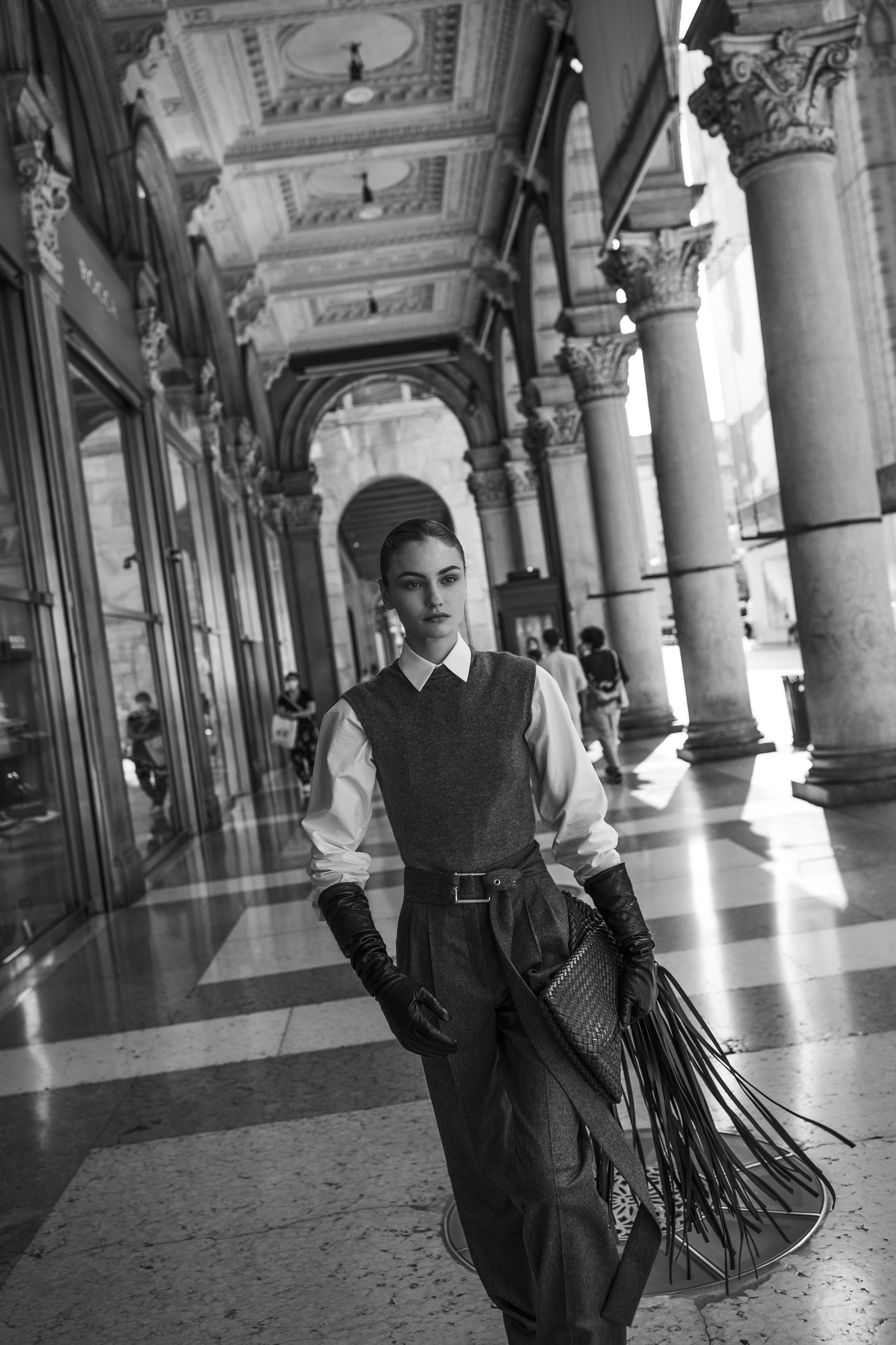 Паула Чиолтян на улицах Милана / фото 03