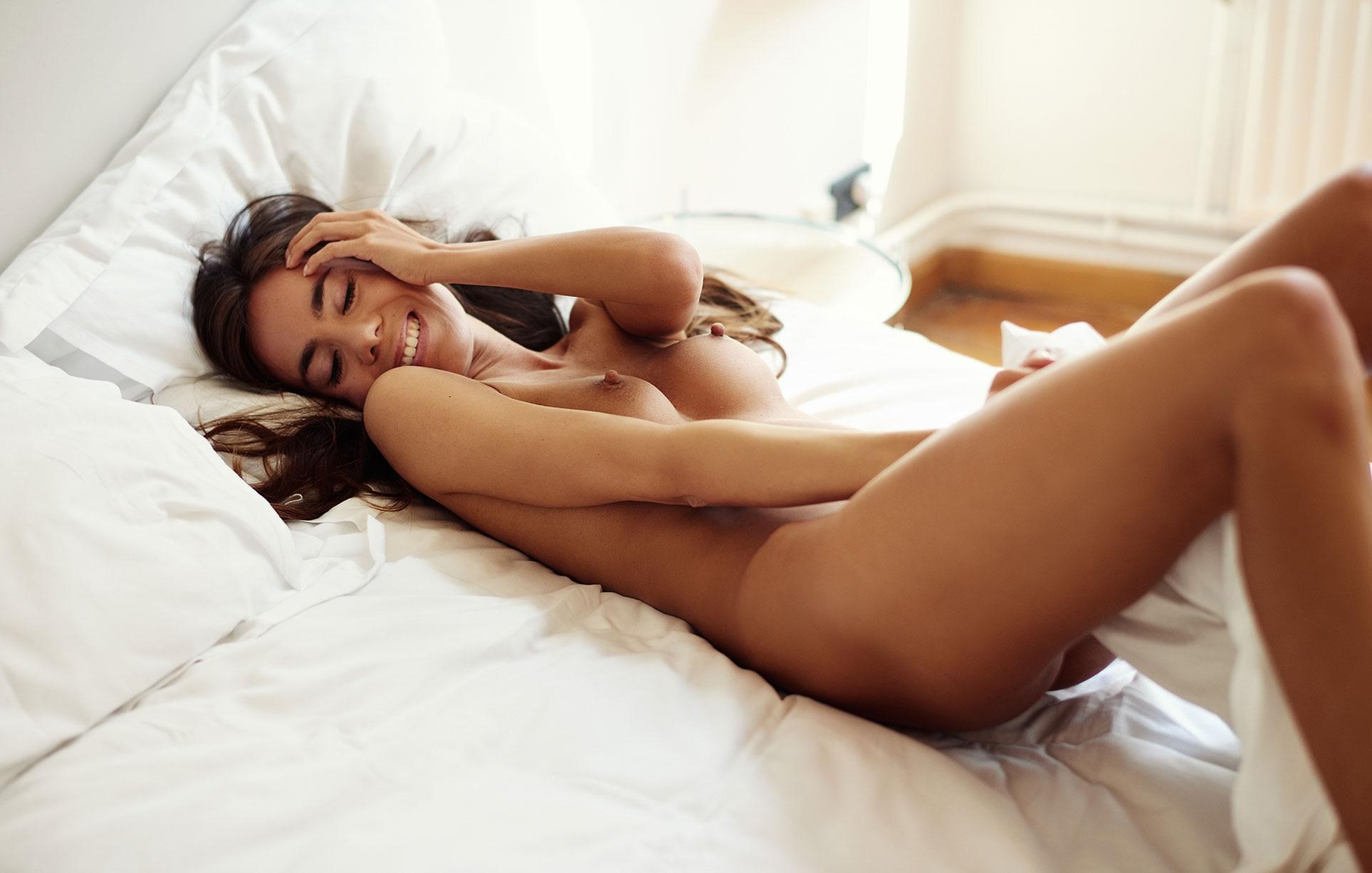 В постели с сексуальной голой Жадэ / фото 07
