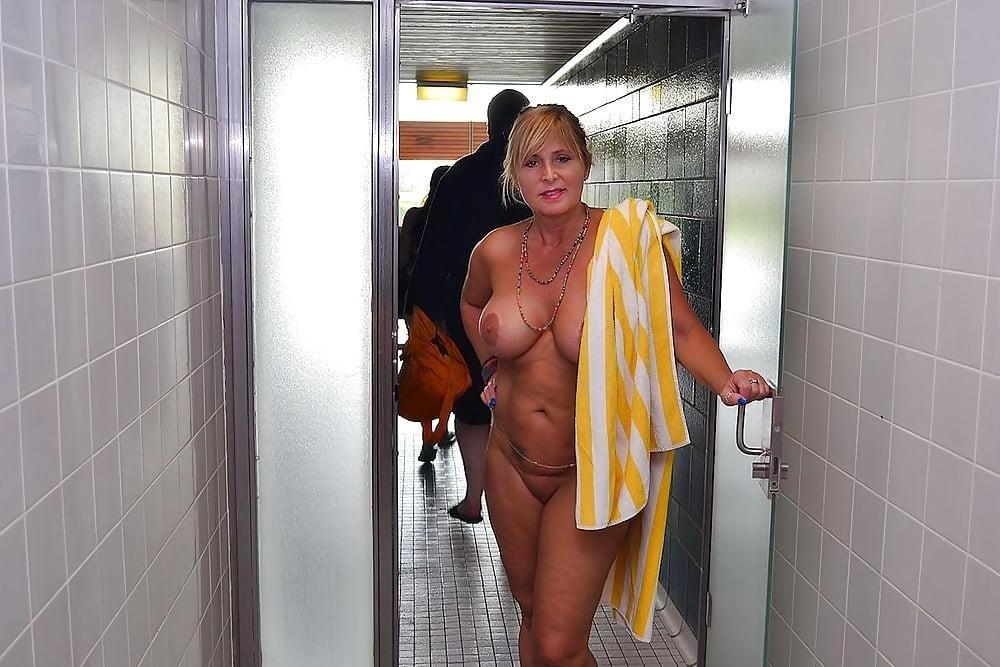 Sex in the public pool-5006