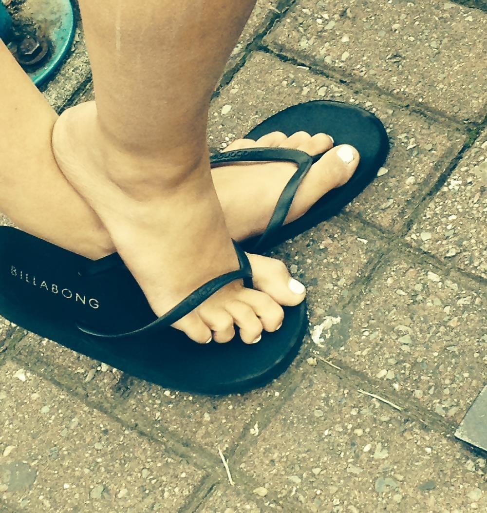 Long toes foot fetish-9241