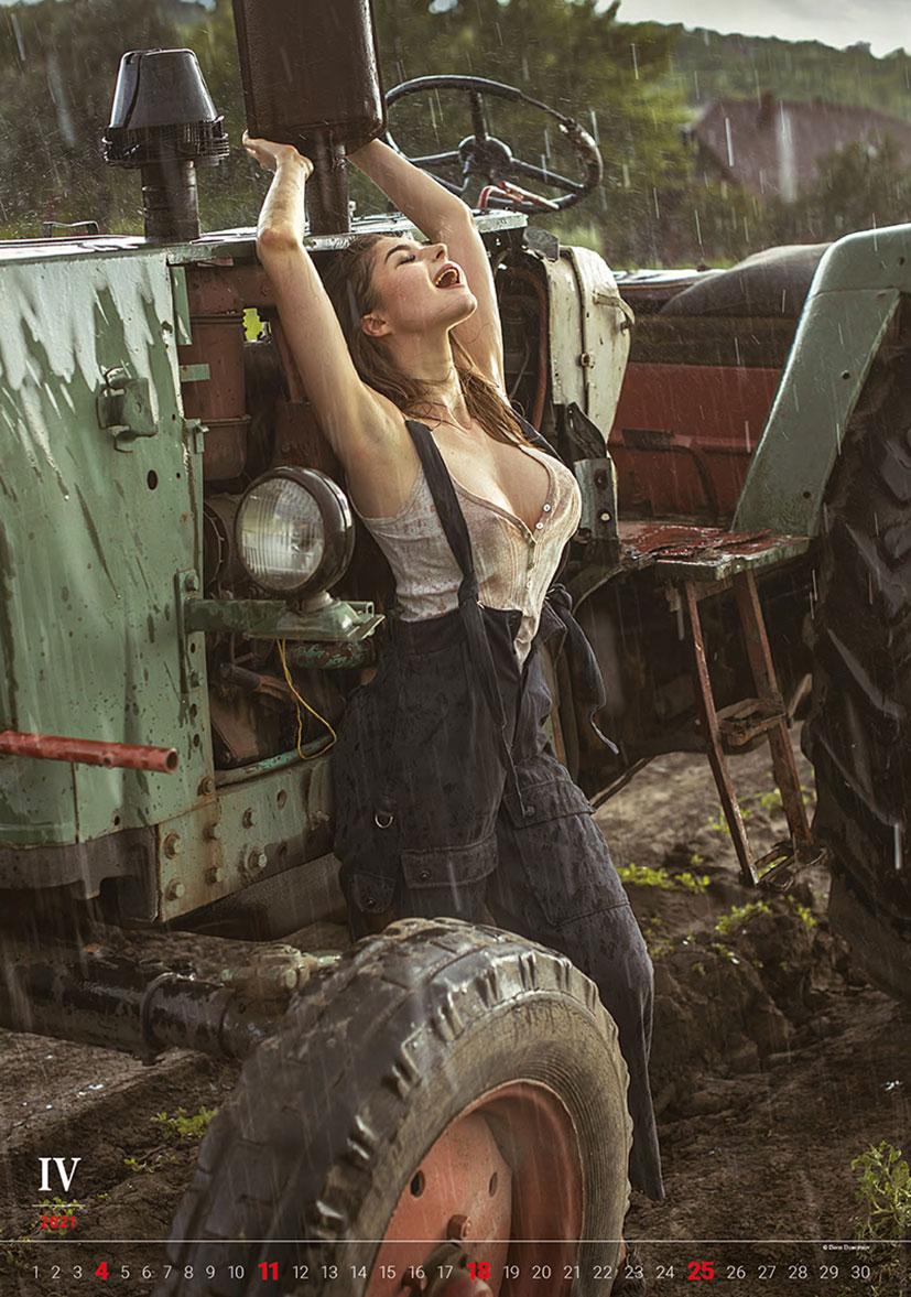 Эротический календарь -Очарование момента 2021- фотографа Давида Дубницкого / апрель