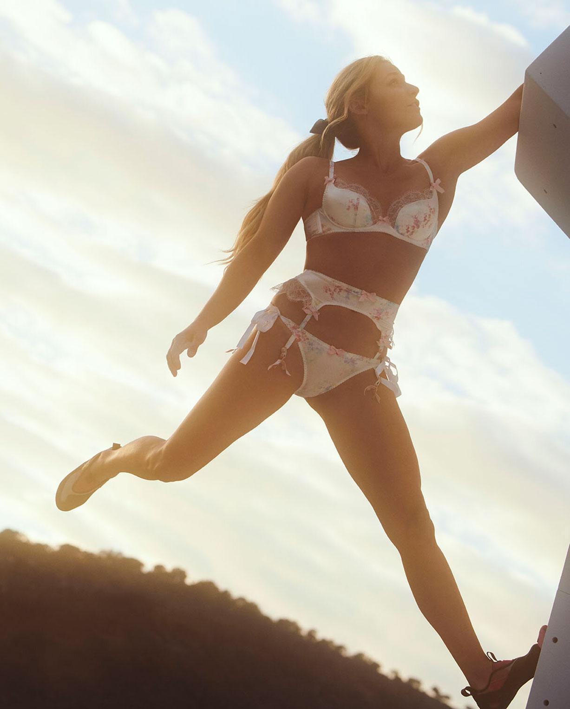 Спортсменки в нижнем белье модного бренда Agent Provocateur, весна-лето 2020 / фото 03