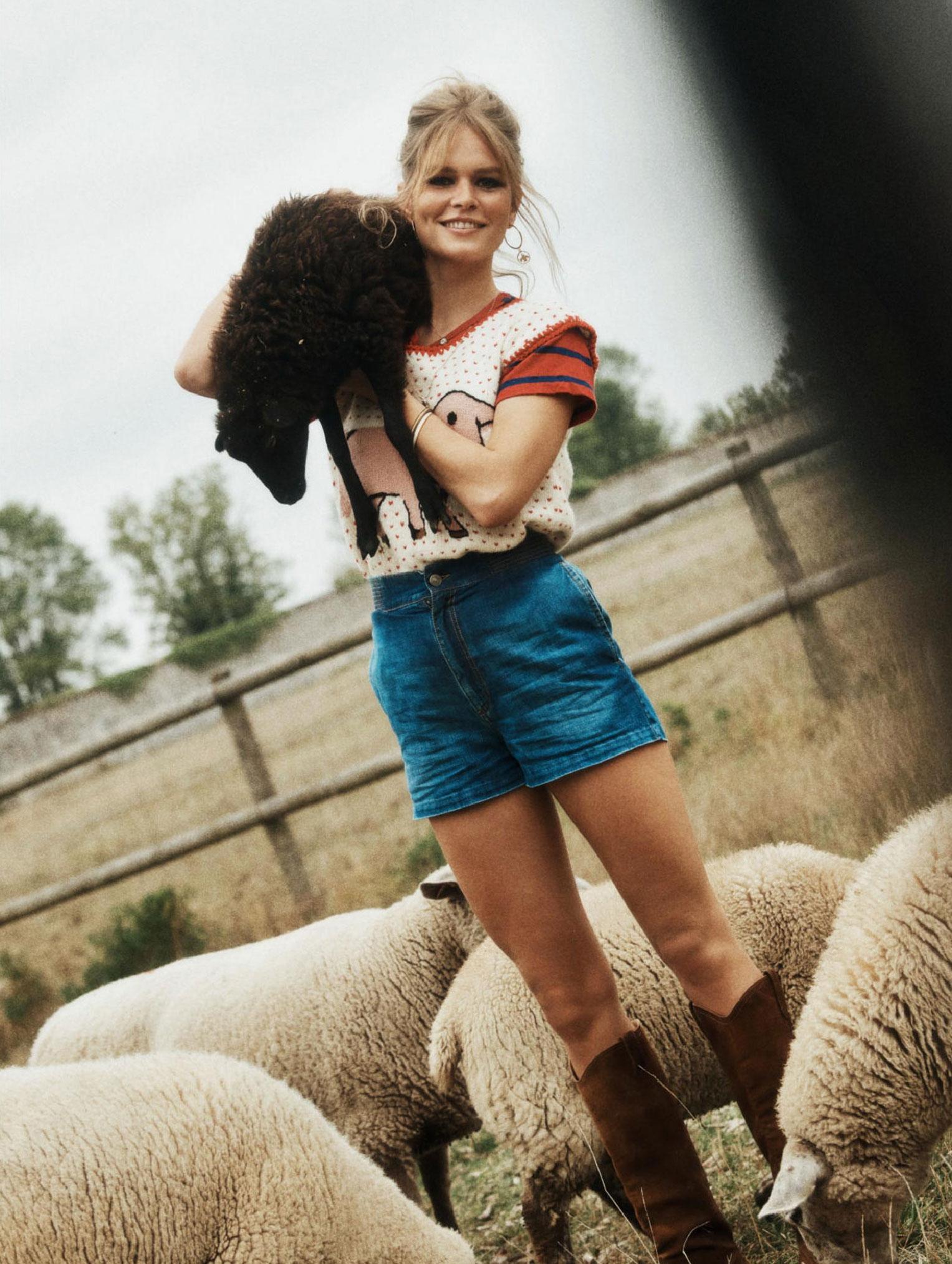 Деревенская идилия / супермодель Анна Юэрс с сыном / фото 04
