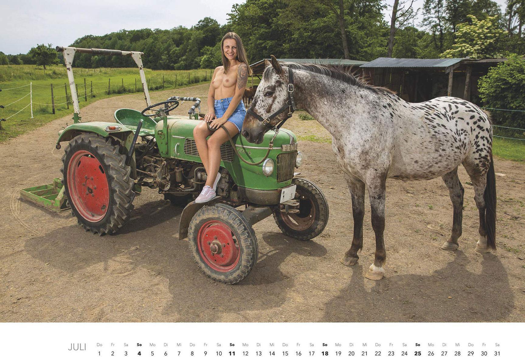 Эротический календарь -Мечты молодых фермеров 2021- / июль