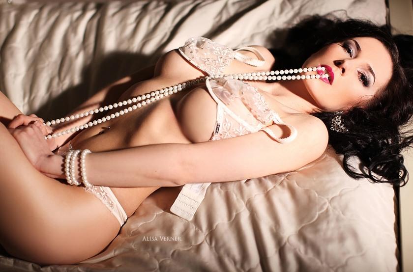 Красивые сексуальные девушки на фотографиях Алисы Вернер / Beautiful nude ladies by Alisa Verner