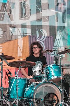 Патлатый барабанщик