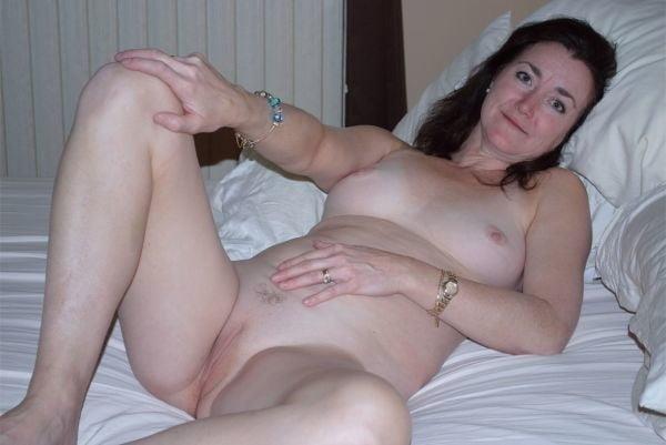 Naked mature tgp-1053
