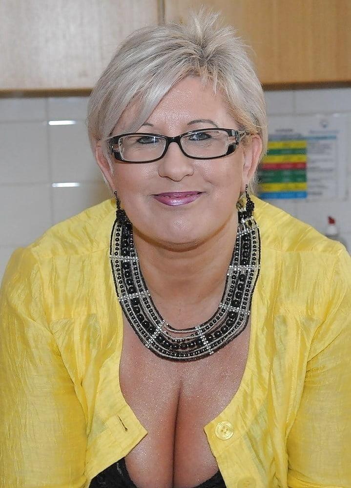 Busty granny porn pics-1553