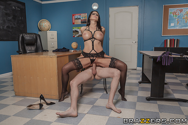 Reagan Foxx, Scott Nails – Domme Teacher – Big Tits At School – Brazzers [HD]