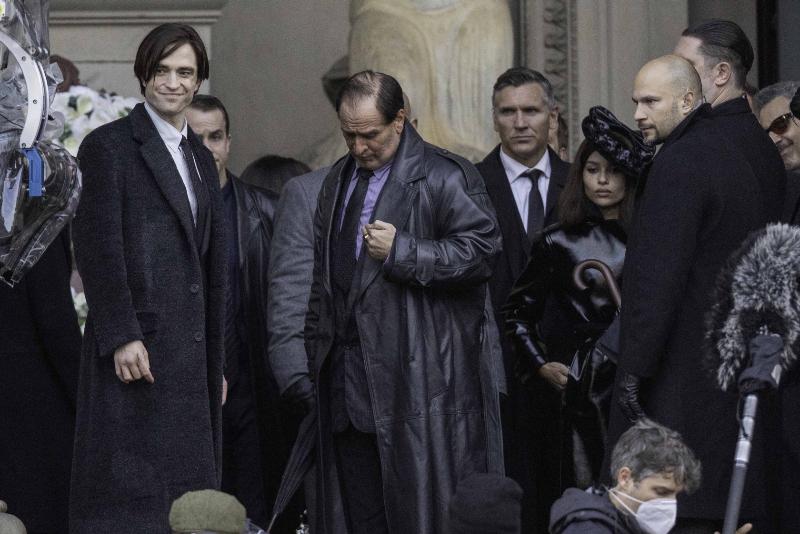 ROBsessed™ - Addicted to Robert Pattinson: NEW PHOTOS: Robert Pattinson,  Zoe Kravitz & Colin Farrell On 'The Batman' Set In Liverpool Today (12th  October)