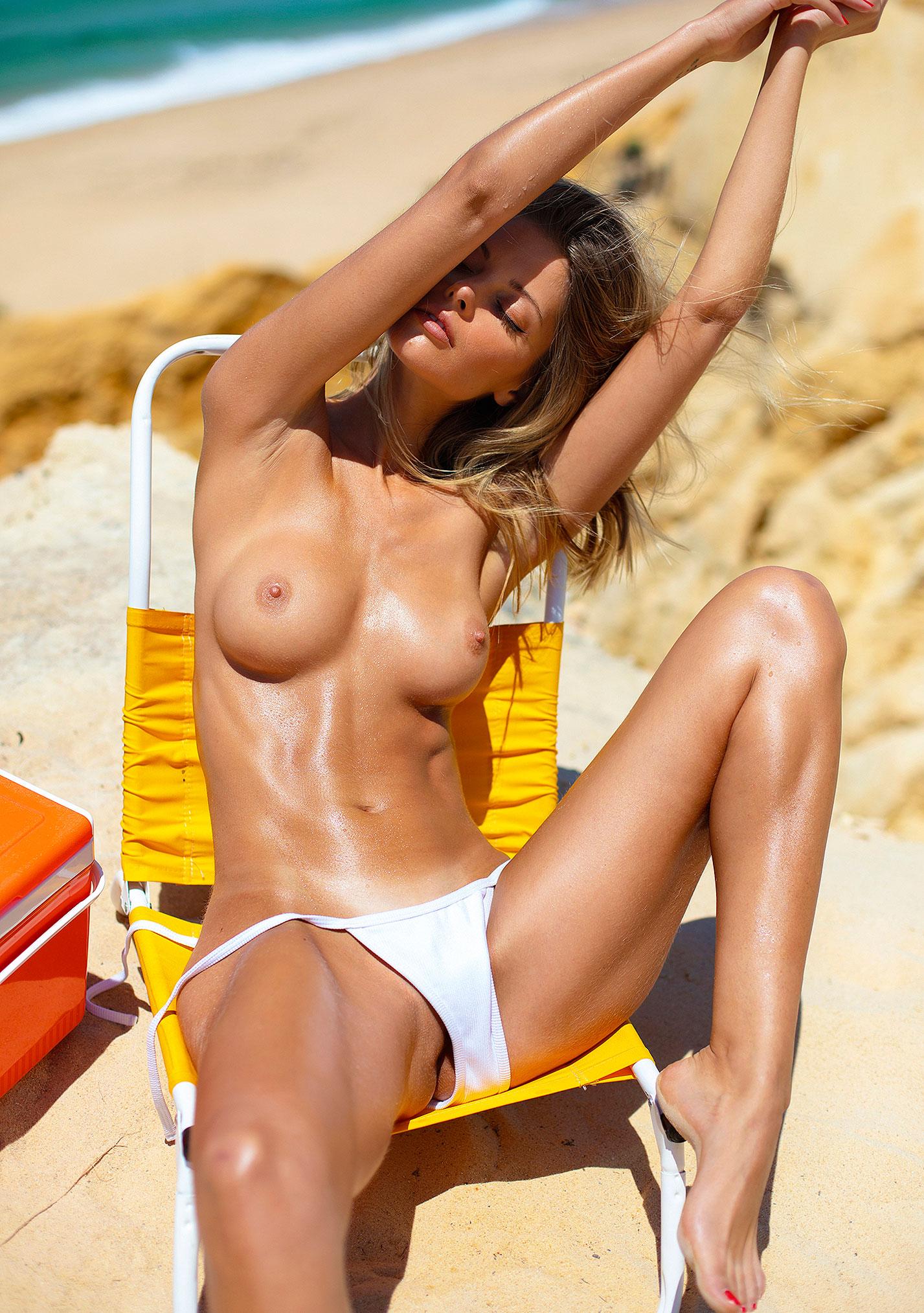 Девушка месяца Алина Бойко, Playboy Нидерланды август 2020 / фото 07