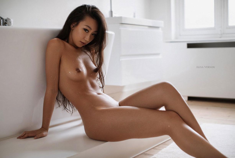 голая азиатская девушка в ванной / фото 27