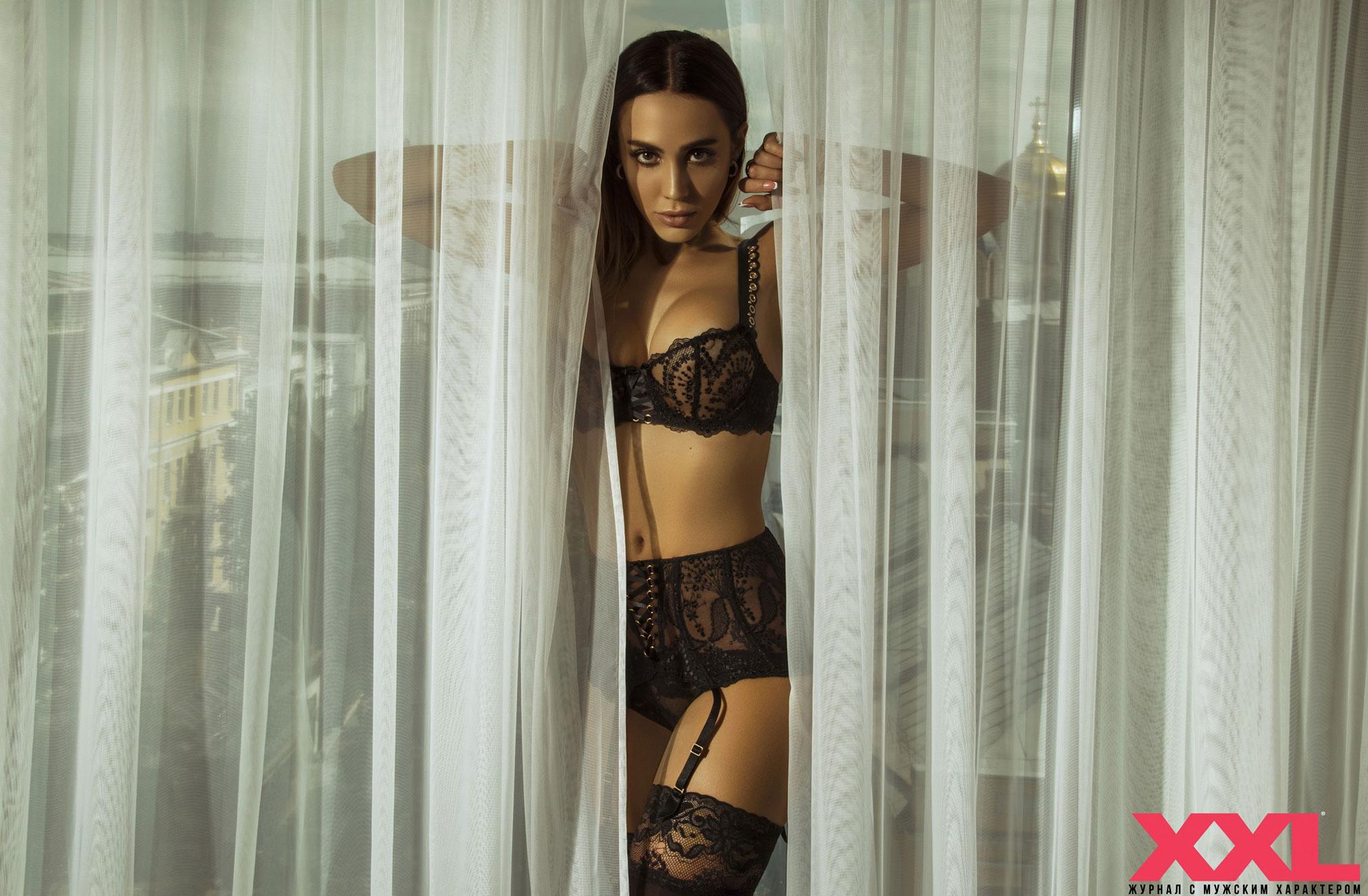 Актриса, модель и телеведущая Эмма Ди в нижнем белье в мужском журнале XXL / фото 02