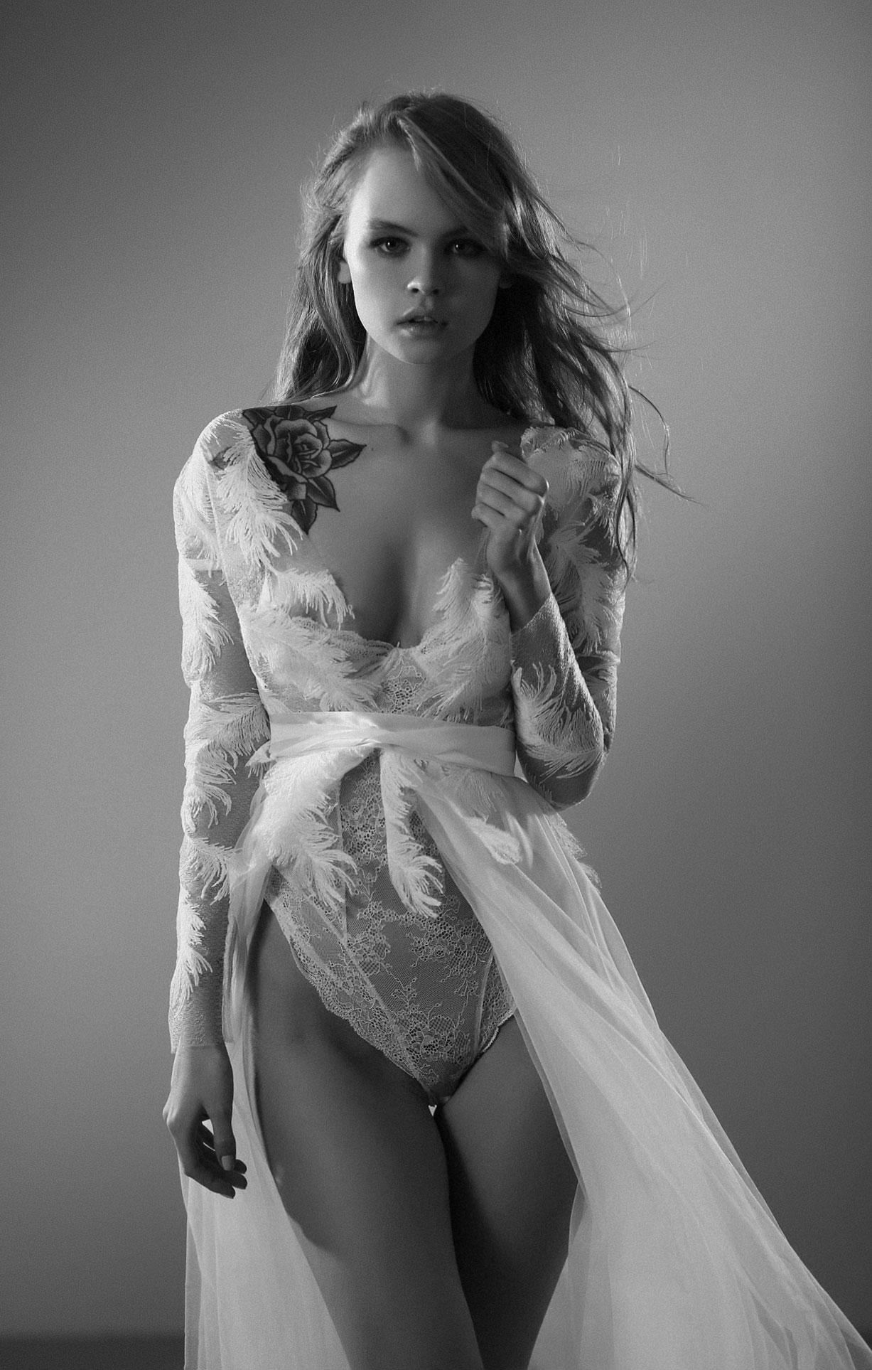 Анастасия Щеглова в нижнем белье для невесты / фото 07