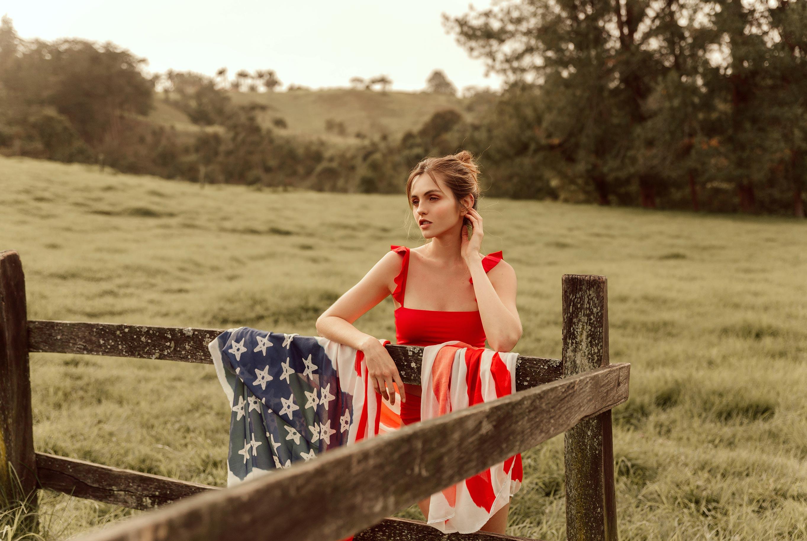 Девушки в купальниках с американским флагом / фото 06