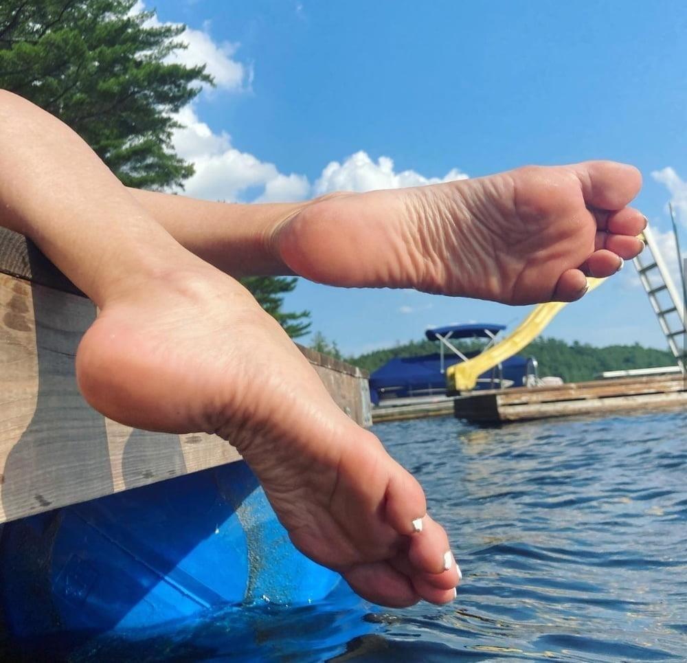 Beautiful feet babes-1491