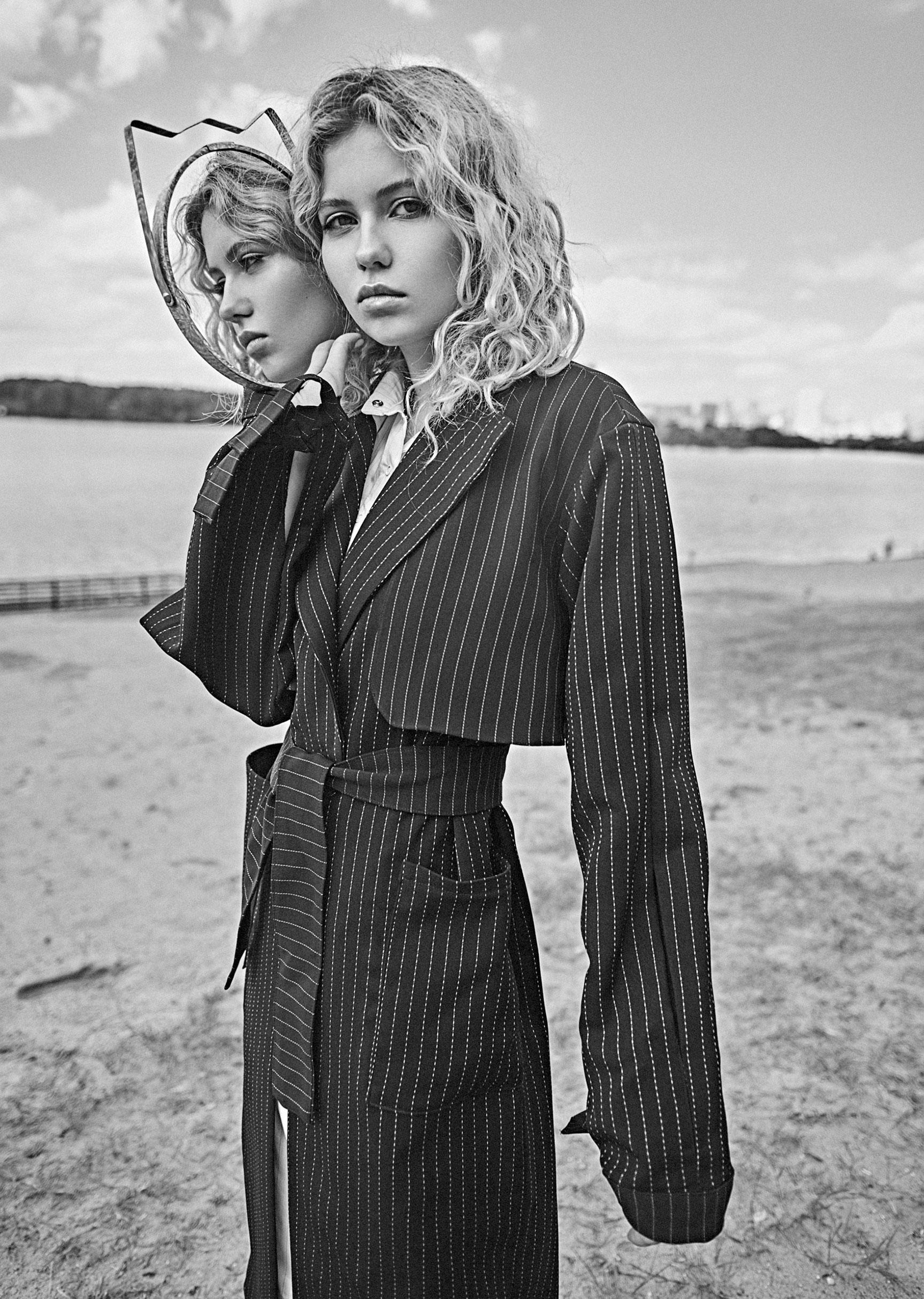 модель Алена Сальникова демонстрирует модную одежду / фото 05