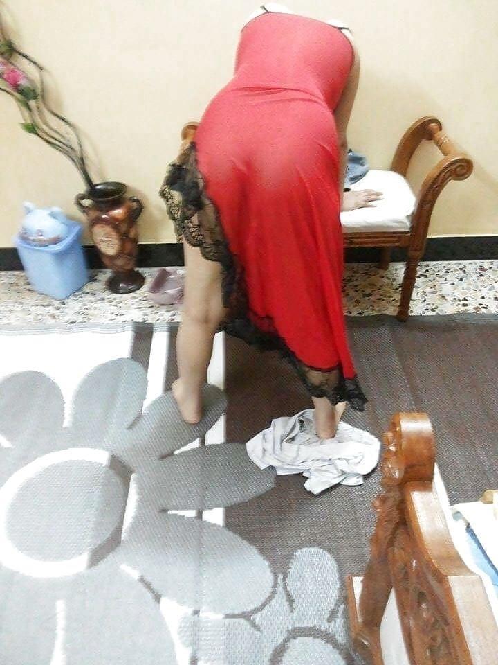 Arab foot slave-2369
