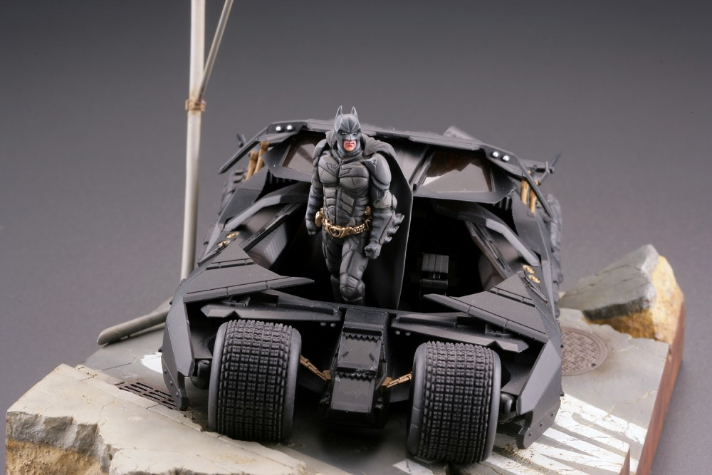 Batman : Batmobile Tumbler in Gotham City figure - Legacy of Revoltech (Revoltech) A2iKJWlE_o
