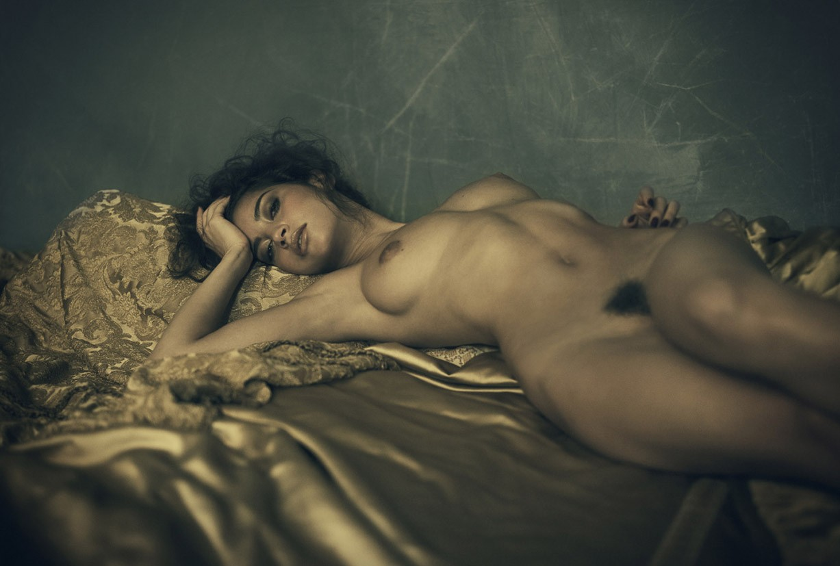 Emilie Payet nude by Tina Trumpp - Leica S Magazine