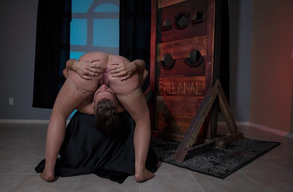 Free hot mom anal-4100