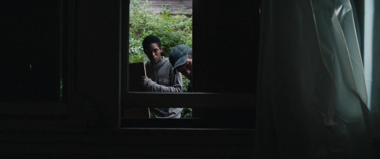Viene De Noche 720p Lat-Cast-Ing 5.1 (2017)