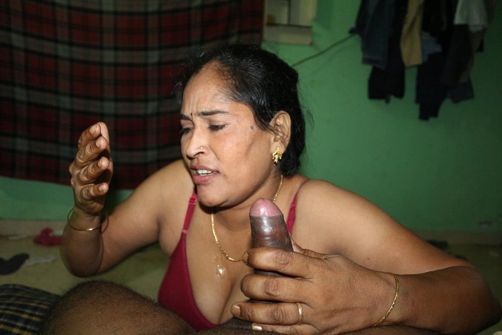 Reshma aunty nude-3409